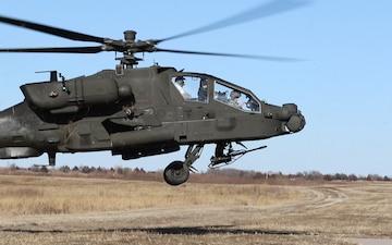 1st Infantry Division Commander flys Apache Gunship