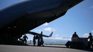 Hawaii Guardsmen airlifted to neighbor islands, assist COVID-19 response