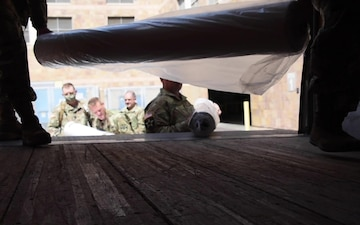 AZNG Soldiers pick up fabric for Navajo Nation