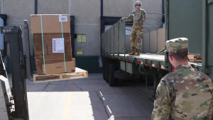 Soldiers deliver boxes to Food Bank of Siouxland