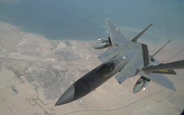 F-15 Strike Eagles refueling