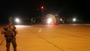 U.S. military aircraft land in Beirut