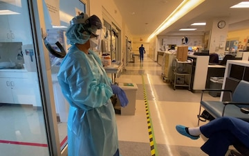 Air Force medical providers treat patients in Los Angeles ICU