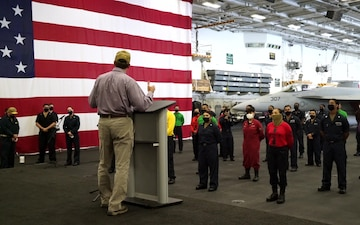 Secretary of Defense Visits USS Carl Vinson (CVN 70)