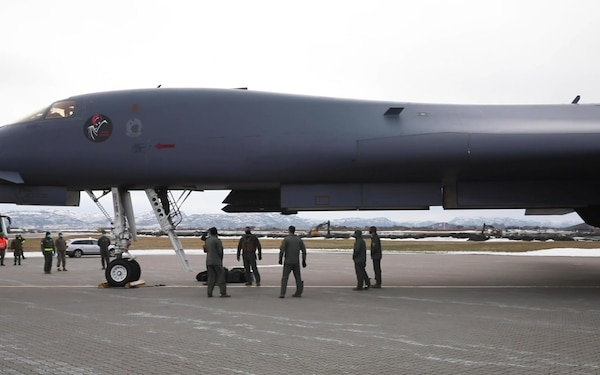 US B-1B Lancer bombers arrive in Europe and fly over the Baltic States