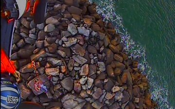 Coast Guard airlifts injured hiker from Grays Harbor South Jetty, Wash.