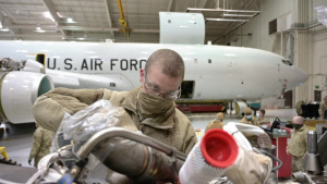 Video of U.S. Air Force aircraft maintainers performing isochronal maintenance on an E-8C Joint STARS