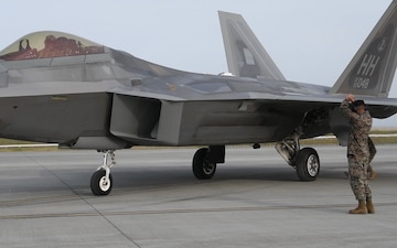 MWSS-171 Conducts Joint Refueling with F-22s (B-roll)