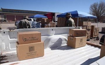AZNG helps operate mobile food bank on the Navajo Nation