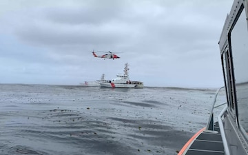 Coast Guard responds to overturned boat near Point Loma