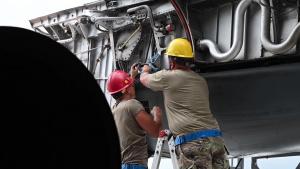 B-52H Stratofortress Engine Change