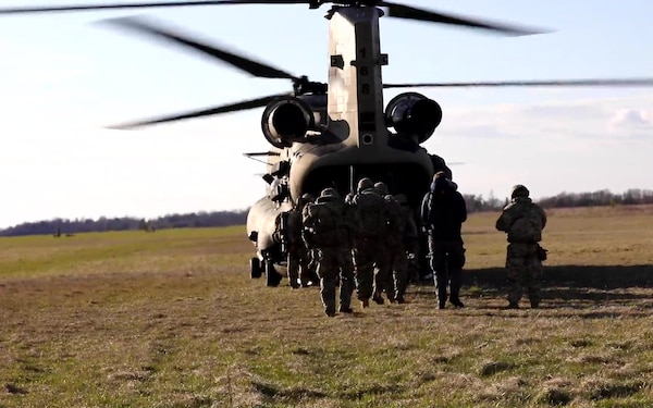 82nd Airborne conducts sling load, air assault training in Estonia