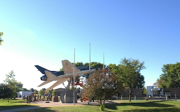 F-100 Static display removal time lapse