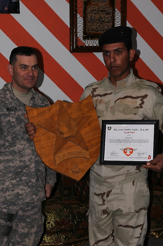 2-12 FA Recognizes IA Soldier's Achievement