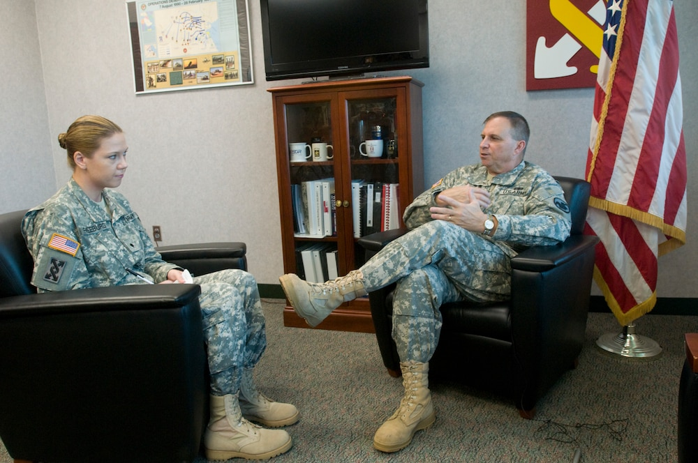 Army Reserve Chief Answers Questions, Addresses Enlisted Troops' Concerns