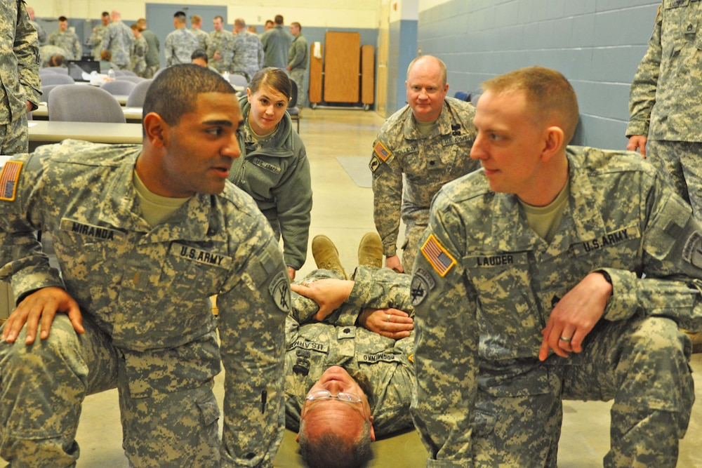 432d Civil Affairs Battalion conducts Combat Life Saver training in preparation for Afghanistan