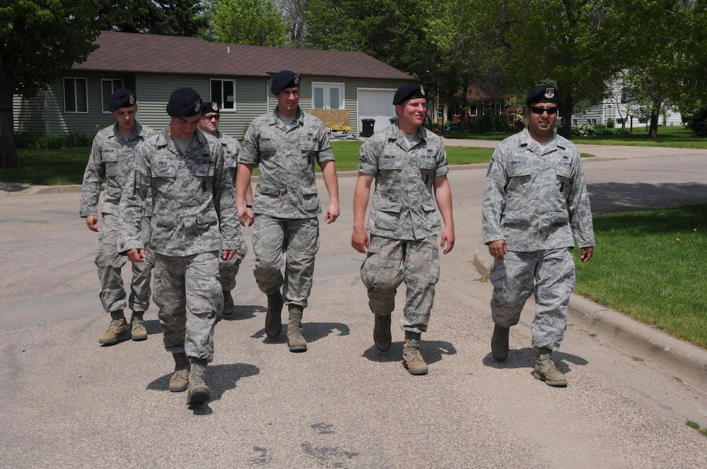 Airmen helping with Minot flood fight