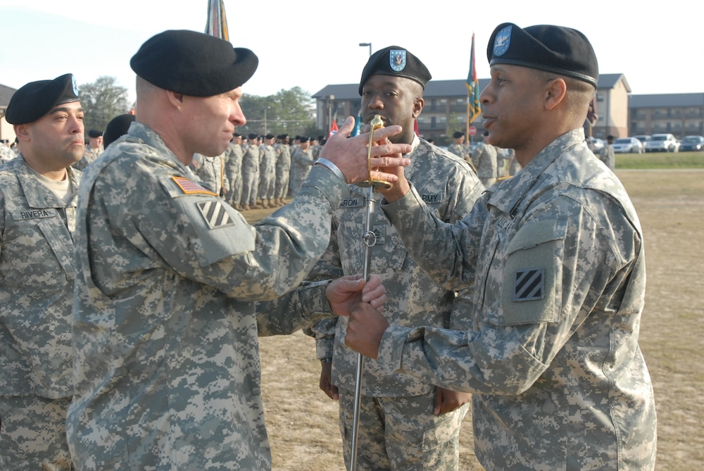 Kelley Hill welcomes new command sergeant major