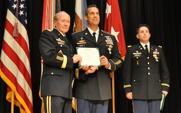 Gen. Dempsey presents Silver Star to Illinois Guardsman