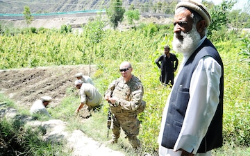 Kunar PRT conducts first mission with new agriculture division