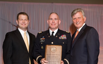 Ark. Governor honors National Guard Professional Education Center
