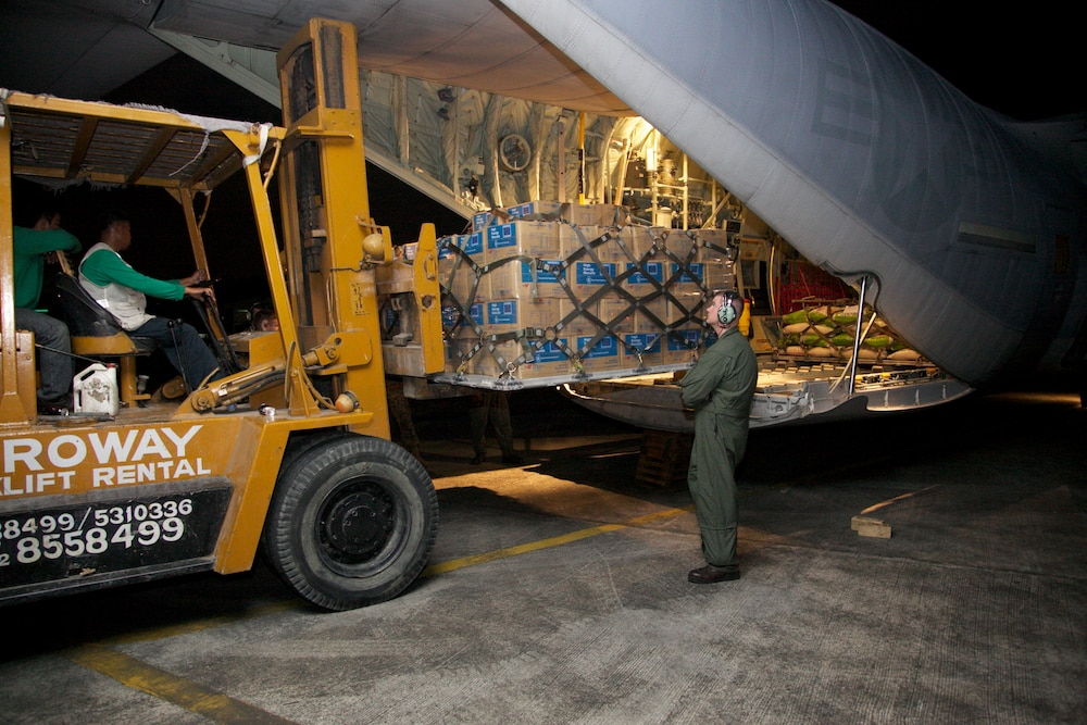 Philippine service members, Marines continue supporting relief efforts
