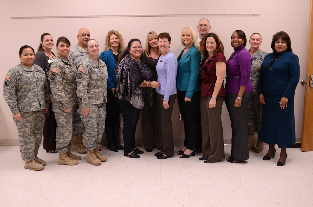 Mrs. Linda Talley meets with San Antonio Reserve soldiers and families