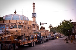 Lousiana National Guard convoy halts by mosque in Kabul