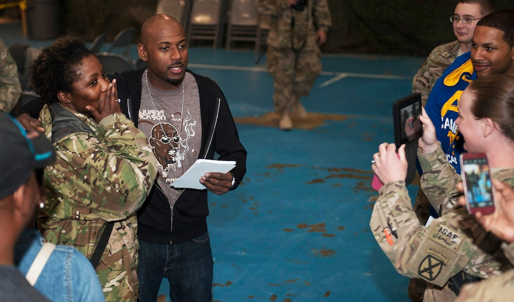 Hollywood celebrities meet service members