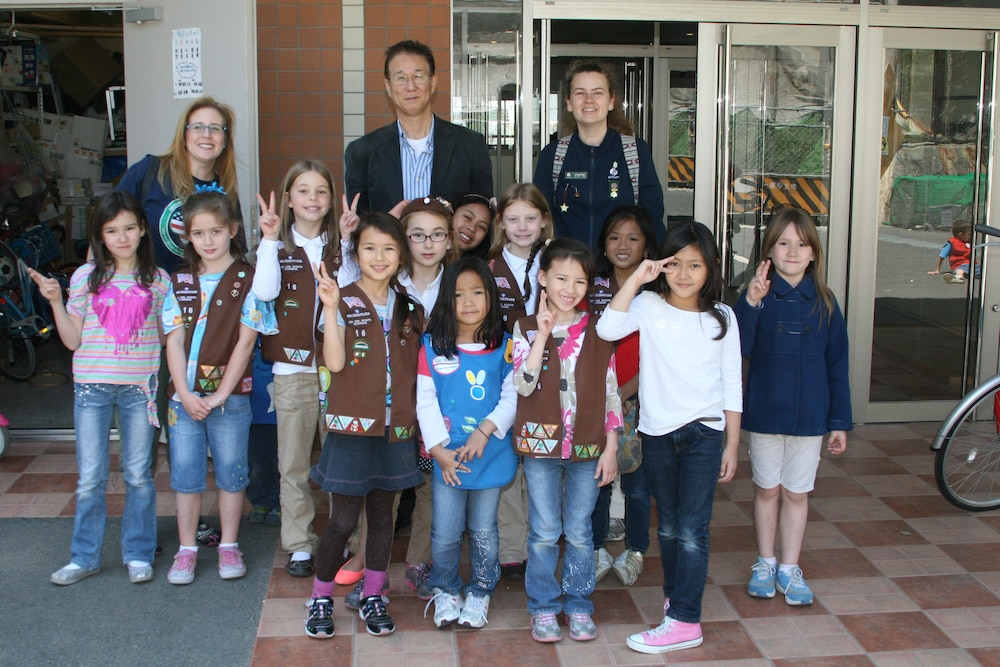 Yokosuka Girl Scouts visit local children's home