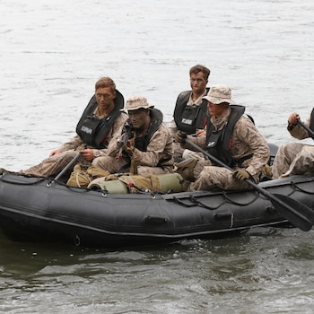 Recon Marines utilize Zodiacs during patrol