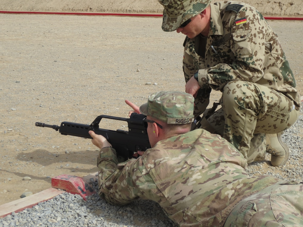 Deployed soldiers take aim at German marksmanship badge