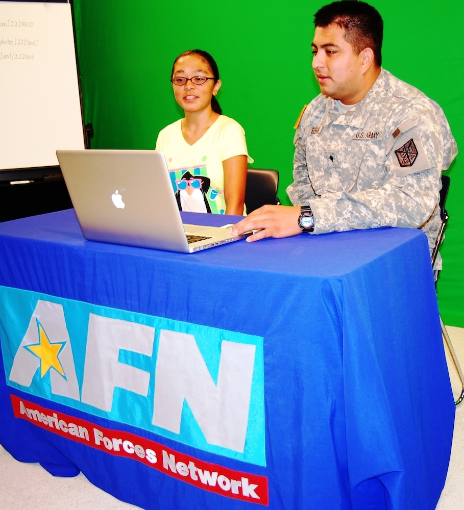 Middle school students visit 222nd Broadcast Operations Detachment