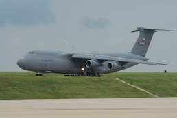 Tennessee Air National Guard C-5A No. 69-0014 taxis for final departure