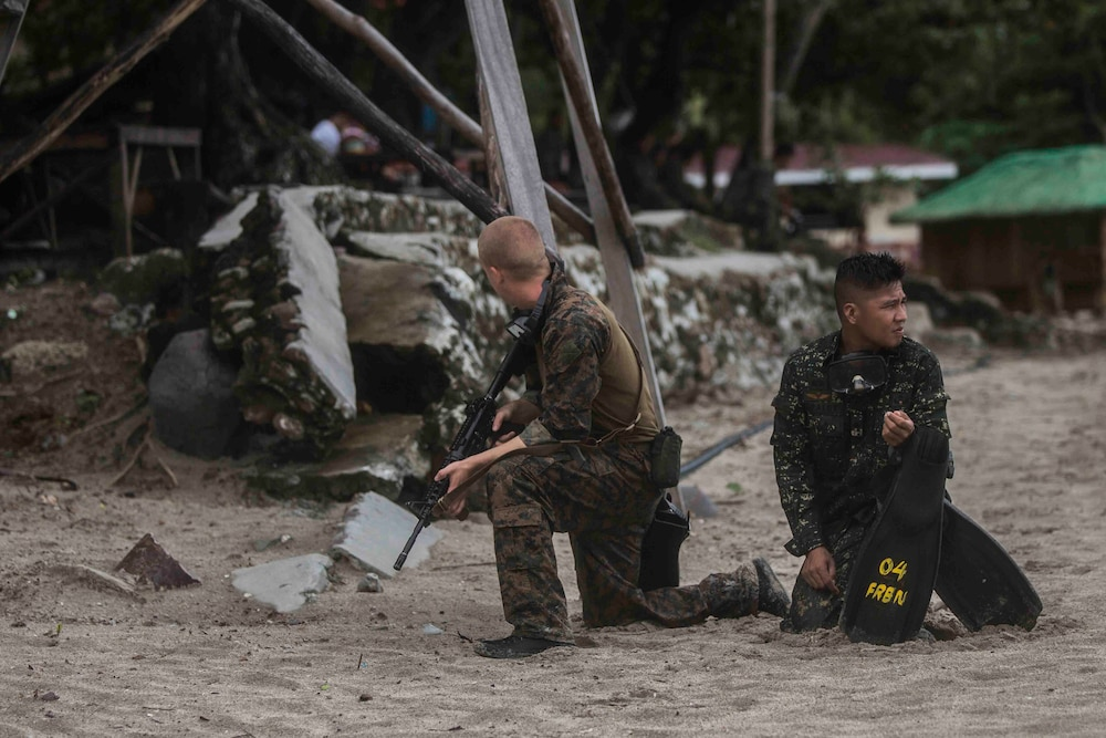13th MEU Marines helocast with Philippine Marines