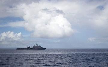 USS Ashland sails the Philippine Sea