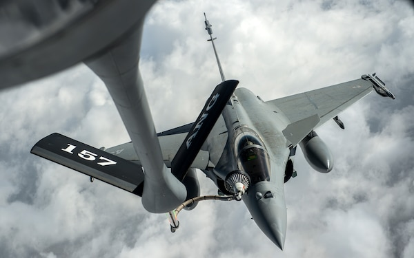 F-2 Rafales refuel over Iraq