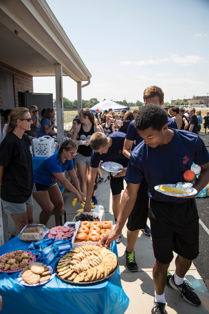 Marines teach camaraderie, teamwork during Marine Day at Highlands Ranch High School