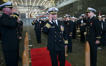 USS Anchorage Holds Change of Command