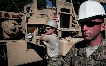 "During ""Hotel 8"" school Active Duty, National Guard and Reserve soldiers train on advanced vehicle recovery"