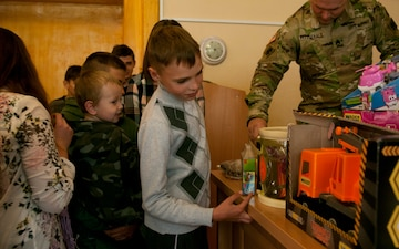 Thunderbirds bring joy to Ukrainian kids [Image 1 of 5]