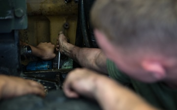 Maintenance amidst the madness: 26th MEU focuses on mission readiness
