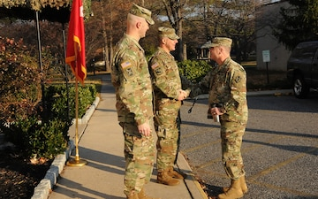 INSCOM commanding general visits 704th Military Intelligence Brigade