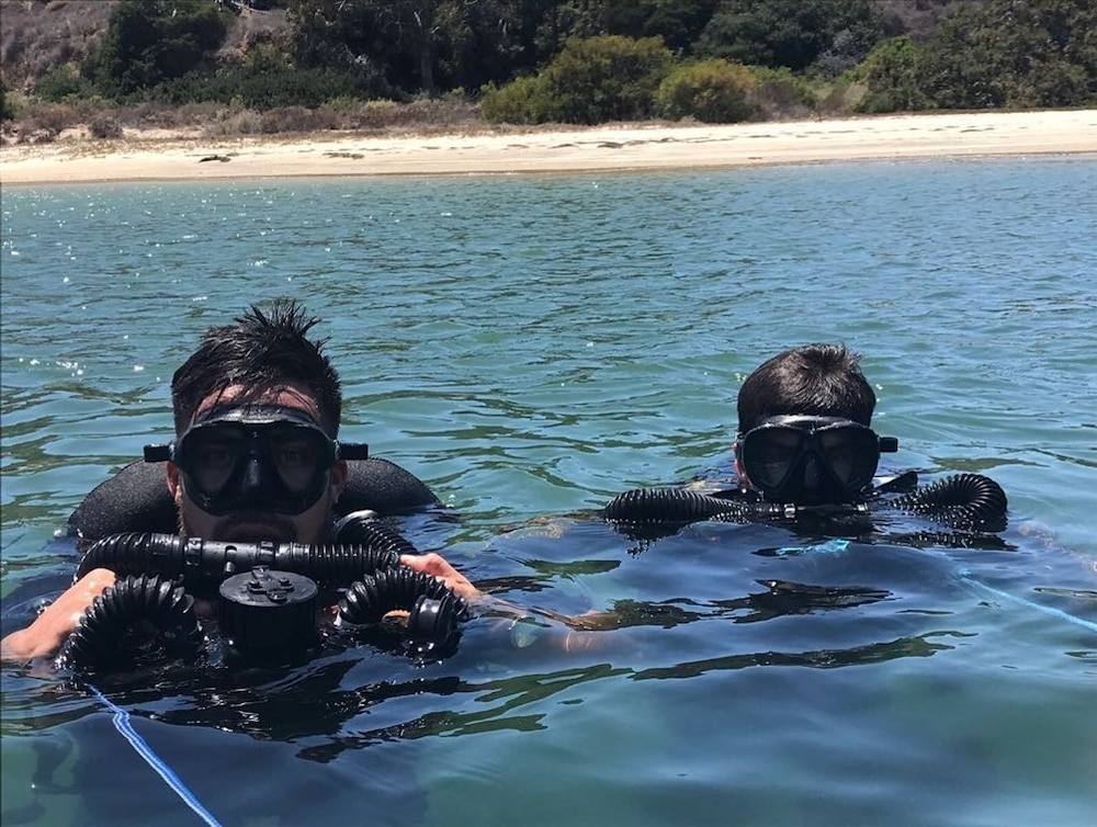 Clearance Divers from the Royal New Zealand acclimate to the environmental conditions in Southern California