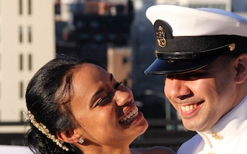 Navy Recruiting Chiefs from the Bronx Marry in front of Manhattan Skyline