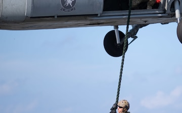 U.S. Sailors conduct fast rope exercise