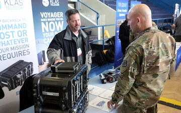 Military, industry experts talk tech in Wiesbaden