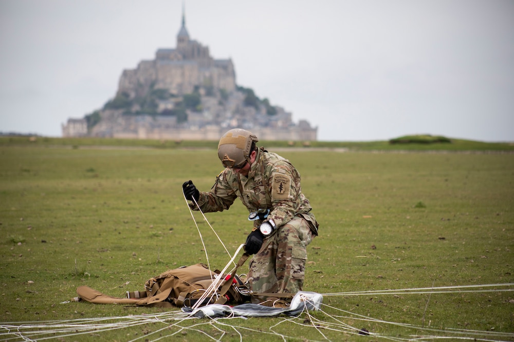 U.S. Special Operations jump in France to commemorate WWII