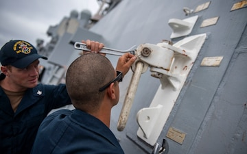 USS Michael Murphy Conducts Material Condition Inspecions