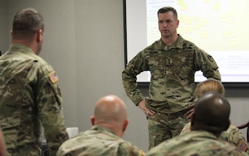 AMCOM leader addresses CGSC